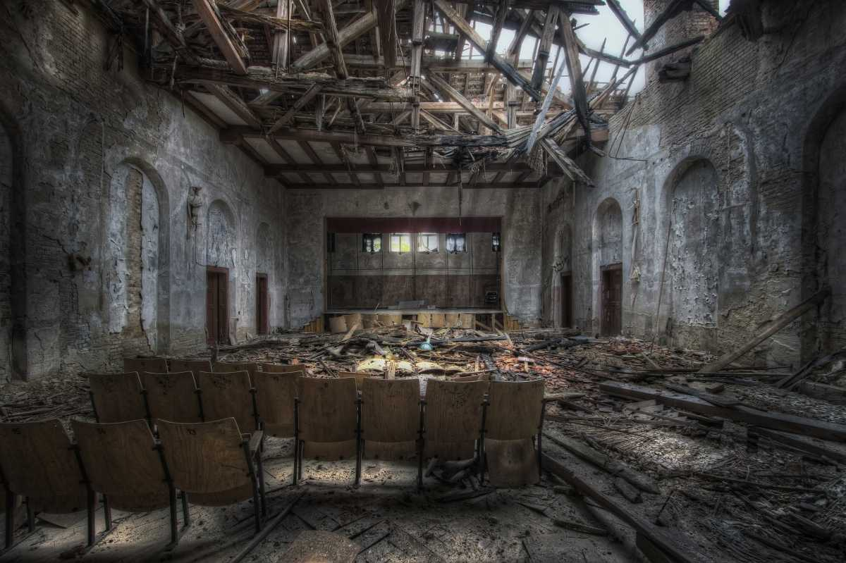 ...Theater of Broken Dreams...