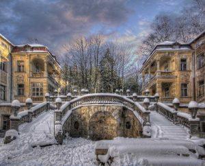 ...White Frozen Descent...